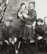 Traditional Sami family, including mother and child