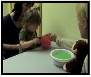 xAknin-et-al-2012-child-gets-windfall-treats-min.jpg.pagespeed.ic.pmrC_epEqj.jpg