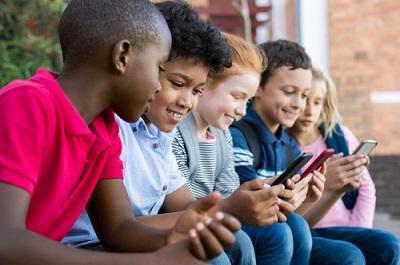 xCritical-thinking-kids-online-by-Rido-shutterstock-400x.jpg.pagespeed.ic.5a0tGWE3DW.jpg