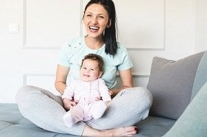 xLiving-chair-mom-baby-RobertoDavid-istock-300x-min.jpg.pagespeed.ic.Io1QPN8VMW.jpg