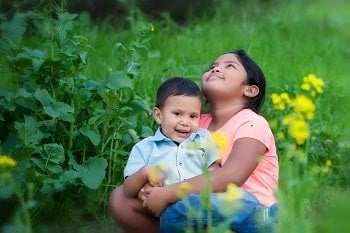 xconnected-with-nature-siblings-hugging-outside-by-mmg1design-istock-350x-min.jpg.pagespeed.ic.eqNkHBKEPJ.jpg